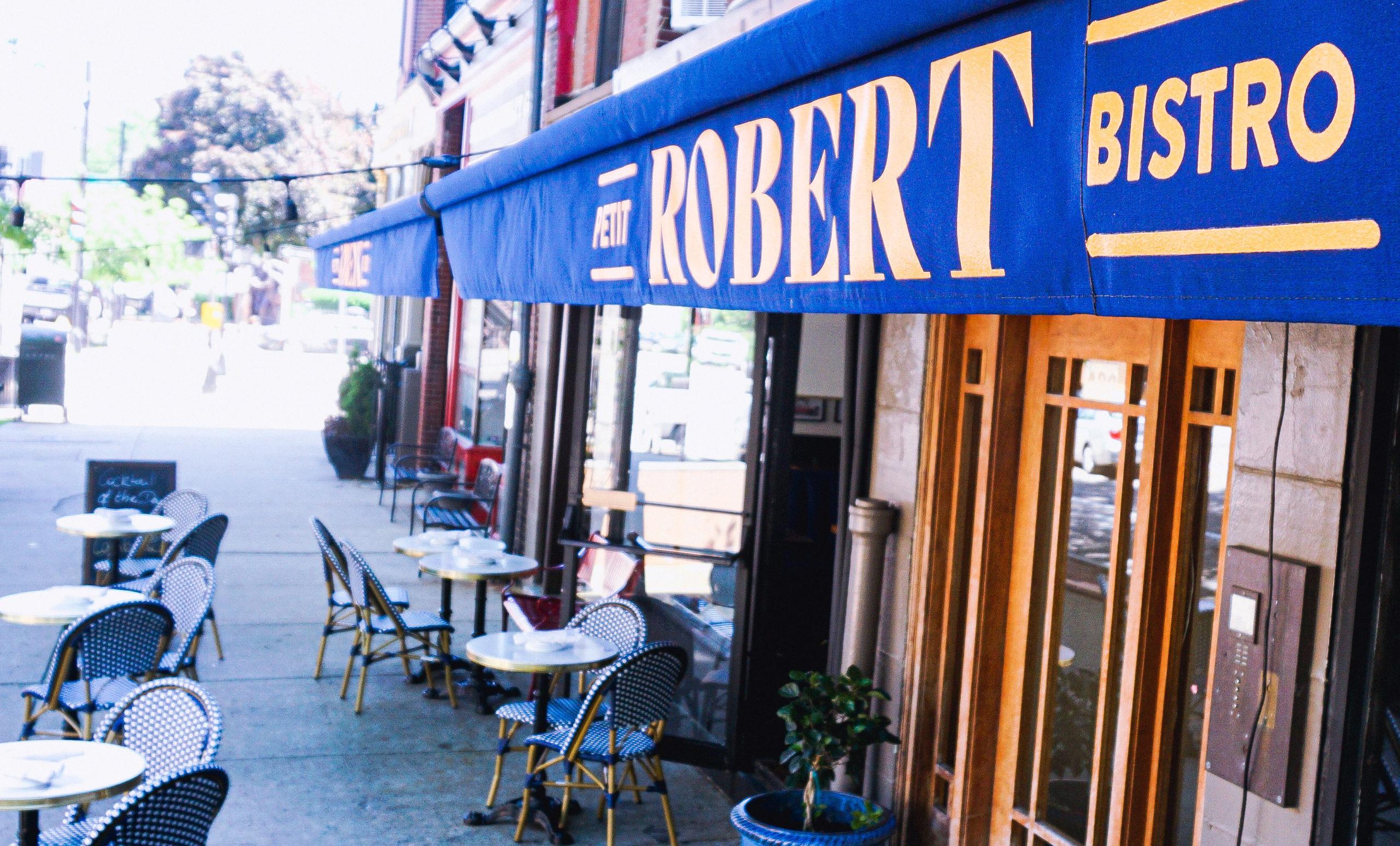 Création du lambrequin du restaurant Petit Robert Bistro